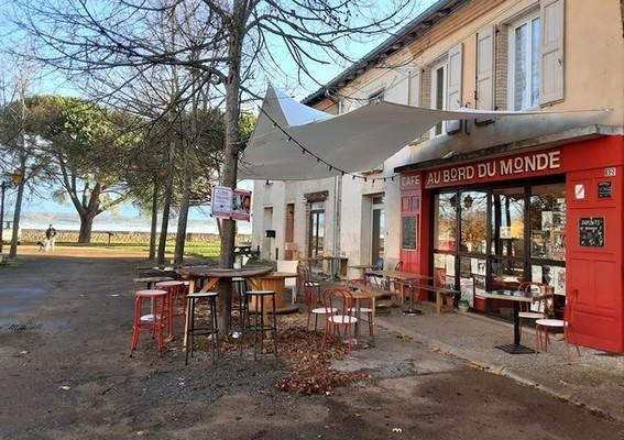 Terrasse du café Au Bord du Monde