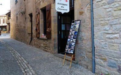 Une boutique d'artistes régionaux à Puycelsi